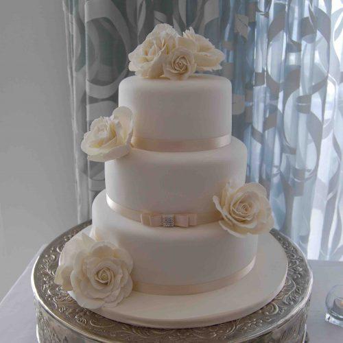 Ivory with Roses Algarve Wedding Cake